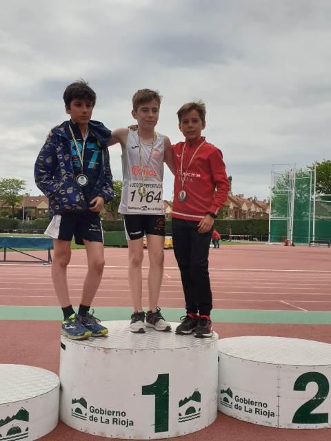 El atleta de Agustinos, Mikel Abad, campeón de La Rioja en 3000 metros lisos