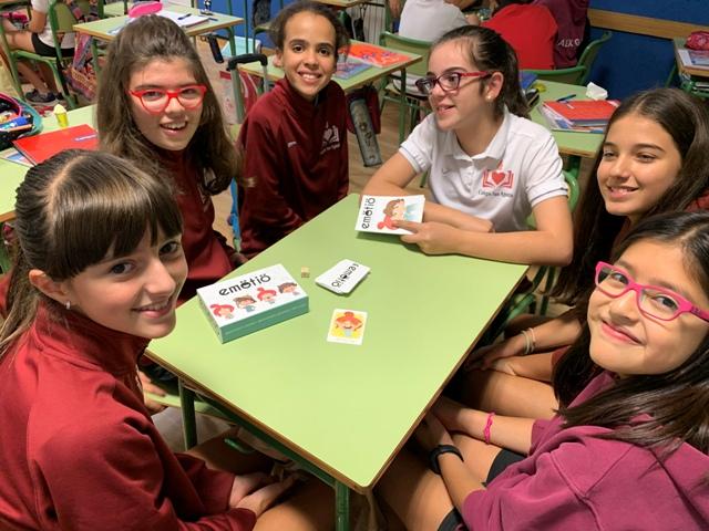 Los niños que jugando aprenden, con una sonrisa crecen