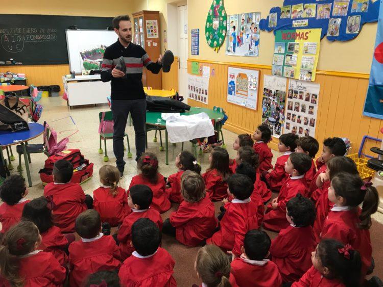 ENFERMEROS Y ENFERMERAS POR UN DÍA EN EDUCACIÓN INFANTIL